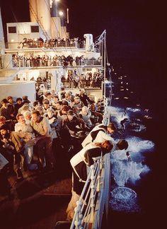 Titanic best movie and favorite actor ever with Leonardo DiCaprio Rms Titanic, Titanic Sinking, Titanic History, Titanic Movie, I Movie, Titanic Photos, Titanic Boat, Belfast, Jack Dawson