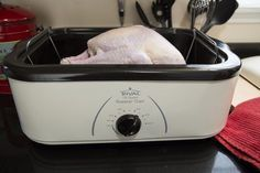 Using an electric turkey roaster frees up oven space when you are making a holiday dinner. In a roaster, the turkey cooks best when left alone, giving you more time to cook other dishes and spend time with family and friends. Cook Turkey In Roaster, Turkey In Electric Roaster, Electric Roaster Ovens, Turkey In Oven, Baked Turkey, Roasted Turkey, Electric Oven, Cooking A Frozen Turkey, Turkey Cooking Times