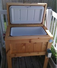 DO it yourself cooler stand!  AWESOME!!  I so want for my back deck!!