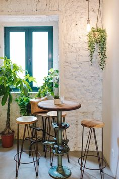 The Best Lisbon Food: Where to Eat in Lisbon, Portugal — ckanani luxury travel & adventure : Fauna & Flora in Lisbon is a delicious and healthy restaurant option Clean Recipes, Healthy Recipes, Healthy Food, Lisbon Food, Portuguese Recipes, Portuguese Food, Pisco Sour, Lisbon Portugal, Portugal Trip