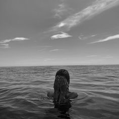 Swim in the ocean awesome Black and white Inspiration › Summer Pictures, Beach Pictures, Summer Photography, Photography Poses, Underwater Photography, Black And White Photo Wall, Shotting Photo, Photographie Portrait Inspiration, Black And White Aesthetic