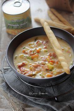 Supa de porumb si dovlecei este ideala pentru un pranz de iarna, satios si gustos Zucchini Soup, Soups And Stews, Cheeseburger Chowder, Food Art, Italian Recipes, Healthy Lifestyle, Good Food, Food And Drink, Ale