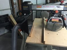 Dust Collector for Radial Arm Saw Diy Miter Saw Stand, Mitre Saw Stand, Woodworking Jigs, Carpentry, Woodworking Projects, Home Workshop, Workshop Ideas, Shop Dust Collection, Mitre Saw Station