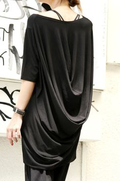 Oversize drapé tunique Top / noir en vrac robe-tunique par Aakasha