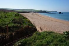 Thurlestone or (South Milton Sands) is a Sandy beach located near Salcombe in Devon.Dogs are allowed and dog bins are provided. Devon Uk, South Devon, Uk Beaches, Sandy Beaches, The Visitors, Seaside, England, Sands, Water