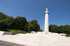 Séjour centenaire 14/18 en Argonne Vous séjournerez à Varennes-en-Argonne. Vous serez accueillis dans la maison d'hôtes au fil de l'Aire. Durant votre séjour, vos hôtes vous feront découvrir les sites de mémoire incontournables de la #Premièreguerremondiale en Argonne : la Haute Chevauchée, les galeries souterraines de la Butte de #Vauquois, le cimetière américain de Romagne… Crédit photo : CDT Meuse/Guillaume RAMON