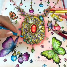 Butterflies Love ♥️ Coloring video is available on my YouTube channel, link in my bio @colorvscolour . #magicaldelights #carovnelahodnosti #coloringbook #klaramarkova #chrischeng #colorvscolour #chriscoloring #butterflies #goldpendant #goldjewelry #coloring #colouring #prismacolor #prismacolorpremier #coloredpencil #coloredpencils #adultcoloringbook #大人の塗り絵