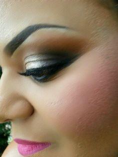 Closeup Smokey Eye... Hot Pink lips...