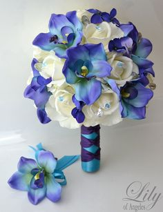 Model: IVBL02  This listing is for one Bridal bouquet and one Grooms Boutonniere Only (Her/His)    Brides Round bouquet (9 round)  Made with real