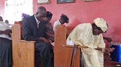 People are seen praying at St. Paul's Congregational Evangelical Church, Freetown, Sierra Leone, April 26, 2015. (N. deVries/VOA)