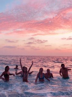 Pin by kate boone on beach ⚡ summer pictures, beach photos, Photos Bff, Best Friend Photos, Best Friend Goals, Friend Pics, Bff Pics, Summer Vibes, Summer Nights, Shotting Photo, Cute Friend Pictures