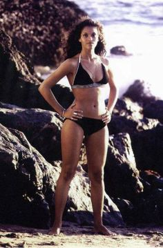 Jayne Kennedy. A fit black women from the old days.