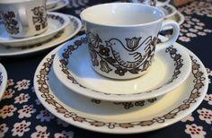 Arabia Finland Sirkku coffee cup, dec perhaps Esteri Tomula? Coffee Cups, Tea Cups, Kitchenware, Tableware, I Cup, Marimekko, Wedgwood, Good Company, Scandinavian Style