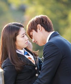 11 GIFs Of Heartthrob Lee Minho That Will Give You Butterflies Lee Minho is one of the most popular Asian Actors/Idols of all time. Choi Jin Hyuk, Kang Min Hyuk, Heirs Korean Drama, The Heirs, Park Shin Hye Heirs, Live Action, Lee Min Ho Kdrama, Girl Drama, Lee Min Ho Photos