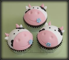 vegan cow cupcakes More Mehr Fondant Cupcakes, Cow Cupcakes, Farm Animal Cupcakes, Animal Cakes, Cupcake Cakes, Wilton Cakes, Cupcake Tier, Cupcakes Design, Fancy Cakes