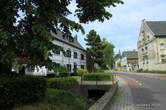 Midden in Mechelen Gem. Belgium, Gem, Sidewalk, Germany, Mansions, House Styles, Home Decor, Decoration Home, Room Decor