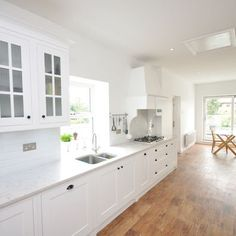 This Silestone Lyra Counter brings together the clean white feel of this kitchen