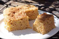 Vas a tardar muy pocos minutos en preparar este bizcocho de manzana y canela. Una receta compartida desde el blog COCINA PARA POBRES.