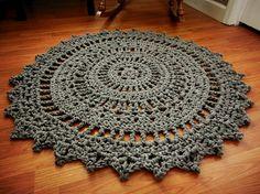 He encontrado este interesante anuncio de Etsy en https://www.etsy.com/es/listing/129847182/giant-crochet-doily-rug-in-slate-gray