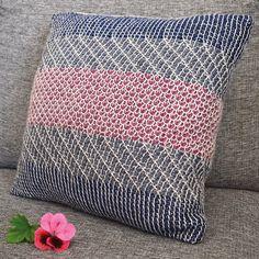 Linda's Crafting Magazine Tunisian Crochet, Llamas, Pillow Talk, Cozy, Throw Pillows, Blanket, Crafts, Design, Velvet