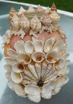 Без названия — Поделки из ракушек своими руками. Поделки из... Seashell Art, Seashell Crafts, Beach Crafts, Diy And Crafts, Arts And Crafts, Seashell Projects, Shell Decorations, Glass Garden Art, Vase