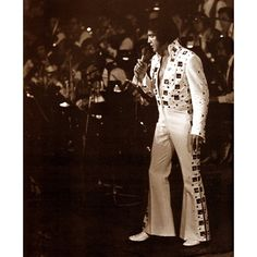 Elvis photographed on stage, June 10, 1972, 8:30pm, Madison Square -
