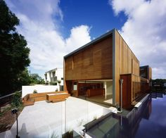 Elysium House, Noosa, Queensland, Australia by Richard Kirk Architect. Residential Architecture, Amazing Architecture, Interior Architecture, Modern Contemporary Homes, Contemporary Architecture, Modern Spaces, Exterior Design, Interior And Exterior, Clad Home