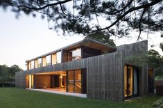Located in Amagansett, N., the Elizabeth II Residence by Bates Masi Architects displays original architecture. Innovative Architecture, Sustainable Architecture, Residential Architecture, Architecture Design, Fachada Colonial, House Built, Elizabeth Ii, New Homes, House Design