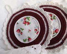 Topflappen in dunkelrot & weiß mit Erdbeeren von Barosa auf DaWanda.com