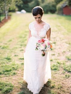 .Beautiful real bride Jensine in the Claire Pettibone 'Queen Anne's Lace' wedding dress from The Dress Theory (Nashville, TN) | Photo: Ryan Flynn Photography http://www.clairepettibone.com/queen_annes_lace
