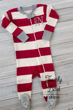 a174f95987 Newborn Christmas Outfit - Baby Christmas Outfit - Personalized by  TwirlyBirdDesign on Etsy Baby Christmas Photos
