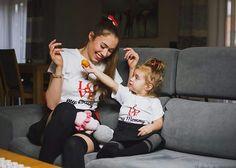 Mama na wybiegu - czyli piękna mama Kasia i urocza córeczka Zuzia w naszych koszulkach 💝💝💝 Bluzki dla mamy i córki www.jakamama.pl Modelki Kasia i Zuzia www.mamanawybiegu.pl