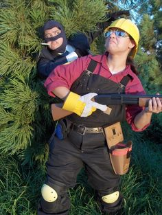 I lol'd at my own face in this one. XD =fyuvix as Spy =chaoskomori as Engie