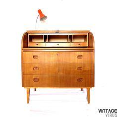 Vintage Zweeds design secretaire Bröderna Gustafssons met uitschuifbaar blad uit de jaren '50. Nu te koop bij Vintage Virus in Amsterdam of te bestellen in onze webshop.