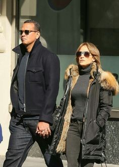 Jennifer Lopez and Alex Rodriguez hand in hand in SoHo Jennifer Lopez, Cool Outfits, Casual Outfits, Casual Clothes, Alex Rodriguez, Sharp Dressed Man, Hollywood Glamour, Her Style, Men Dress