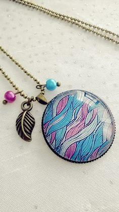 Collier cabochon verre motif abstrait bleu et rose : Collier par soo-happy