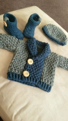 Baby Granpa Cardi Source by adonicarlos – Babykleidung Crochet Baby Clothes Boy, Crochet Baby Jacket, Crochet Baby Sweaters, Crochet For Boys, Crochet Cardigan, Cute Crochet, Boy Crochet, Crochet Baby Cardigan Free Pattern, Cardigan Sweaters