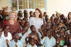 """قامت صاحبة السمو الملكي الأميرة للا سلمى، مرفوقة برئيسة مؤسسة """" تشيلدرن أوف أفريكا"""" السيدة الأولى في الكوت ديفوار السيدة دومينيك واتارا ، يوم السبت بأبيدجان، بزيارة ل"""" لاكاز ديزونفون""""، وهو مركز استقبال أطفال الشوارع واليتامى والأطفال ضحايا المعاملة السيئة. 15-03-2014"""