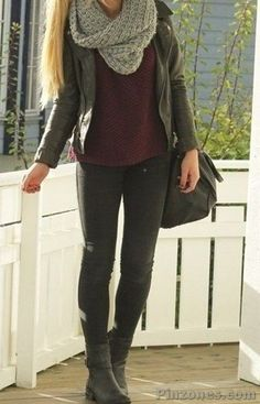 Take a look at the best what to wear with moto leggings in the photos below and get ideas for your outfits! 30 modi di indossare i leggings in inverno Image source Stylish Winter Outfits, Winter Outfits Women, Casual Fall Outfits, Cute Travel Outfits, Plus Size Fall Outfit, How To Wear Leggings, Fashion Outfits, Womens Fashion, Fashion Styles