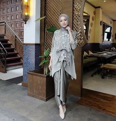 Graduation party outfit ideas casual 21 New Ideas Dress Brukat, Hijab Dress Party, Hijab Style Dress, Hijab Wedding Dresses, Batik Dress, Dress Outfits, Kebaya Modern Hijab, Model Kebaya Modern, Kebaya Hijab