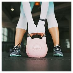You're dripping with sweat so your workout is done, right? Get the most out of your fitness by nixing these post-workout mistakes. Kettlebell Workouts For Women, Kettlebell Training, At Home Workouts, Cardio Abs, Michelle Lewin, Weight Lifting, Weight Loss, Fitness Inspiration, Inspiration Quotes