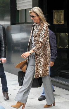Maxima. Fantastische outfit! Love The coat.