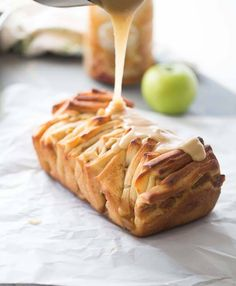 Sweet pull-apart bread filled with apples and cinnamon and covered in a sweet caramel glaze!