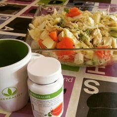"""Una #ensalada #saludable para """"lubricar"""" el estómago puede estar compuesta por:  Col Lisa, tomate, brotes de puerro, melón, kiwi y tofu ahumado.   #Nutrirse bien no cuesta nada, si además a nuestra #dieta le añadimos un aporte correcto de nutrientes con #vitaminas, #minerales, #carbohidratos saludables, #proteinas #vegetales y otras #hierbas, tenemos TODO lo que necesitamos para #vivir #jóvenes toda nuestra #vida. #Herbalife es la solución perfecta.  WWW.BIENESTARHERBAL.ES"""