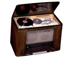 """""""Compact"""" integrated sound system of the 1950s: Grundig tape recorder, record player, fm/sw radio."""