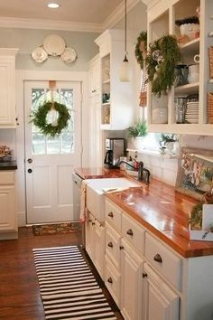 23 Charming Cottage Kitchen Design and Decorating Ideas that Will Bring Coziness to Your Home - The Trending House Kitchen Redo, New Kitchen, Kitchen Dining, Kitchen Ideas, Kitchen Island, Cozy Kitchen, Awesome Kitchen, Cottage Kitchen Sinks, Country Cottage Kitchens