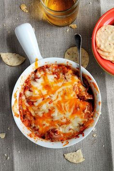 SUPER BOWL SUNDAY PARTY FOOD: These dips are **so good** — everyone at your super bowl party will love them, plus they're super easy to make (perfect for last minute get-togethers). Here you'll learn how to easily make homemade dips like artichoke spinach dip, peanut butter football dip, skinny buffalo chicken dip, lasagna dip (seen here), and more! Click through for the delicious, easy, and fun snack ideas you *need* for your Super Bowl party.