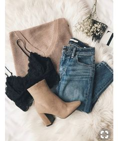 Lace bralette peeking out under a slouchy sweater- fire! Lace bralette peeking out under a slouchy sweater- fire! Look Fashion, 90s Fashion, Fashion Outfits, Fashion Trends, Fall Fashion, Fashion Ideas, Curvy Fashion, Fashion 2017, Fashion Flatlay