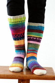 DK Scrappy Sock party I can't believe Tanis just knit these without any pattern - I'd have to plan it all out, and it still wouldn't come out looking as good! Crochet Socks, Knitting Socks, Hand Knitting, Knit Crochet, Wool Socks, My Socks, Tanis Fiber Arts, Patterned Socks, Colorful Socks