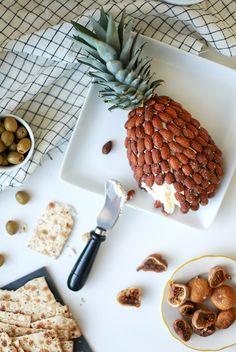 pineapple almond cheeseball